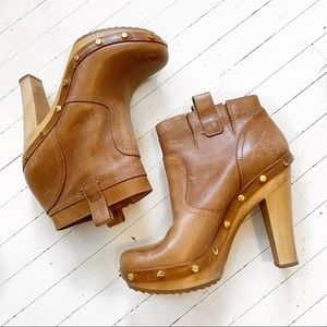 TORY BURCH Ginerva tan leather clog boots.